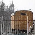 Wóz z katedrą w tle #katedra #wóz #Poznan