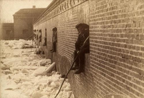 Powódz Poznań 1888 rok Wielka Sluza przy Bramie Szelagowskiej w czasie splywu kry