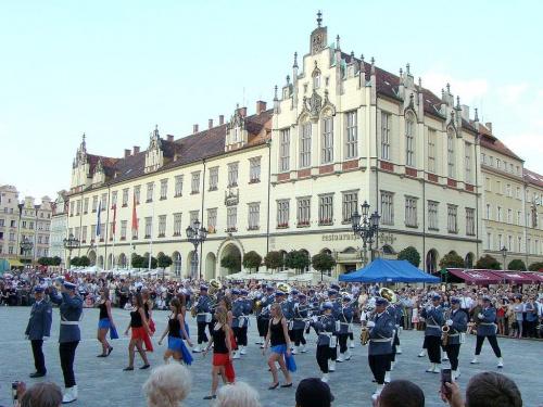 grupa taneczna VI LO współpracująca z wrocławską orkiestrą #festiwal #orkiestra #policja #wrocław