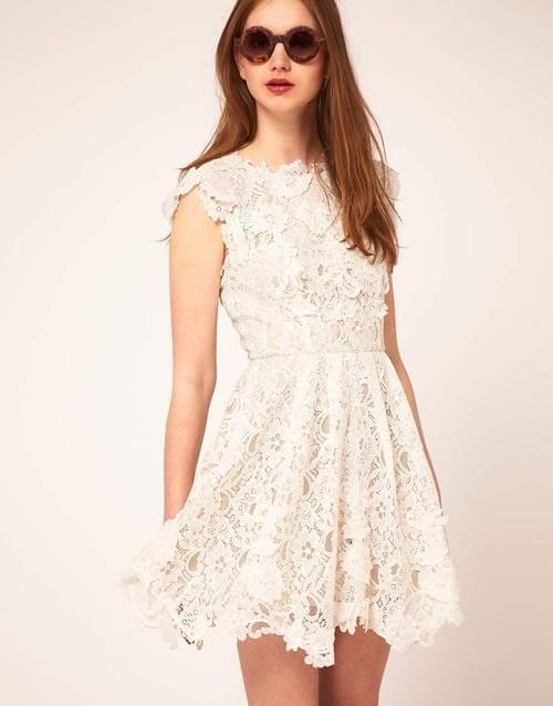 biała koronkowa sukienka, ubrania