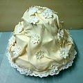 tort marszczony z margaritkami #tort #marszczony #sukienka #rumianki #margarytki #kwiaty