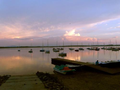 nad jeziorem #chmury #niebo #opady #słonce