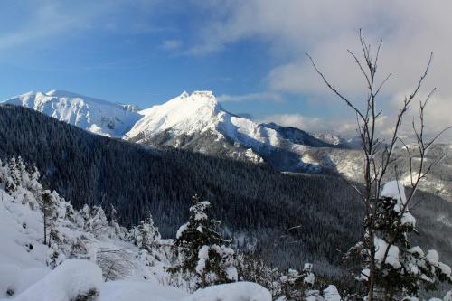 Widok na Giewont z przełęczy między Kopami #GiewontTatryZakopaneZimaGóry