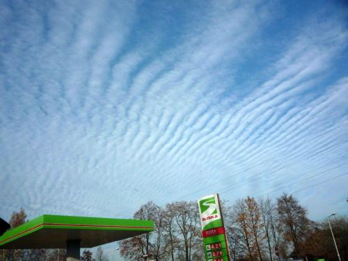 Niebo. Zalety szyber dachu... #niebo #przyroda #widok #widoki #natura #chmury #pogoda