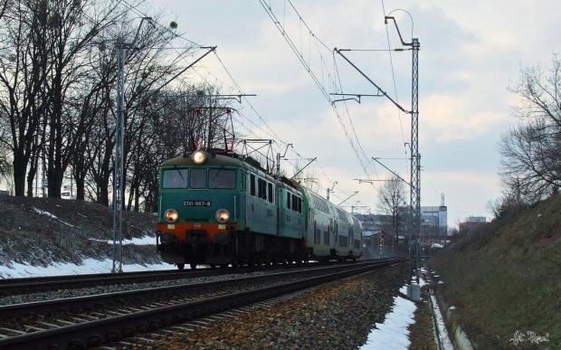 Jamnik ET41-067 z Push- pullami, prowadzi pociąg Kolei Mazowieckich z Warszawy Wschodniej do Radomia. #ET41 #Jamnik #koleje #mazowieckie #kolej #pociąg #osobowy