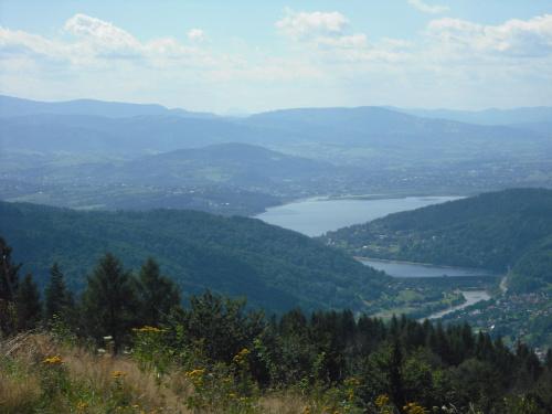 Widok z góry Żar na Jezioro Żywieckie #góry #jezioro #Beskidy