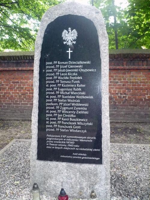 Pomnik poległych policjantów II. wojna. Gniezno park Andresa