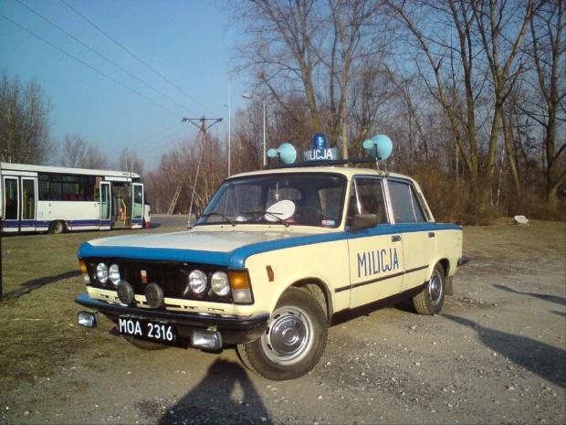 Spotkany na pętli radiowóz kolegi Andrzeja szczególy na http://www.milicja.net #milicja #Fiat125p